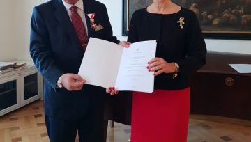 The Austrian State awarded Dr. Akkan Suver with the Decoration of Honour in Gold.